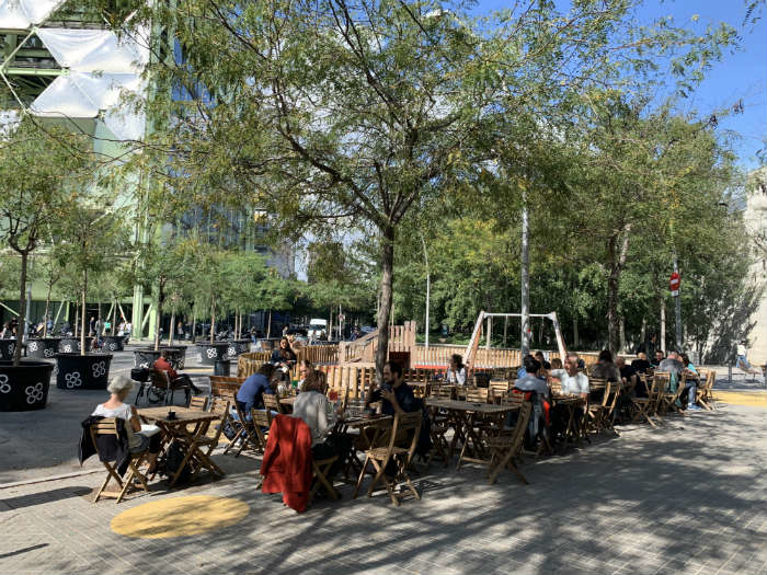 Traffic-calmed spaces and outdoor seating areas in the centre of the Poblenou superilla